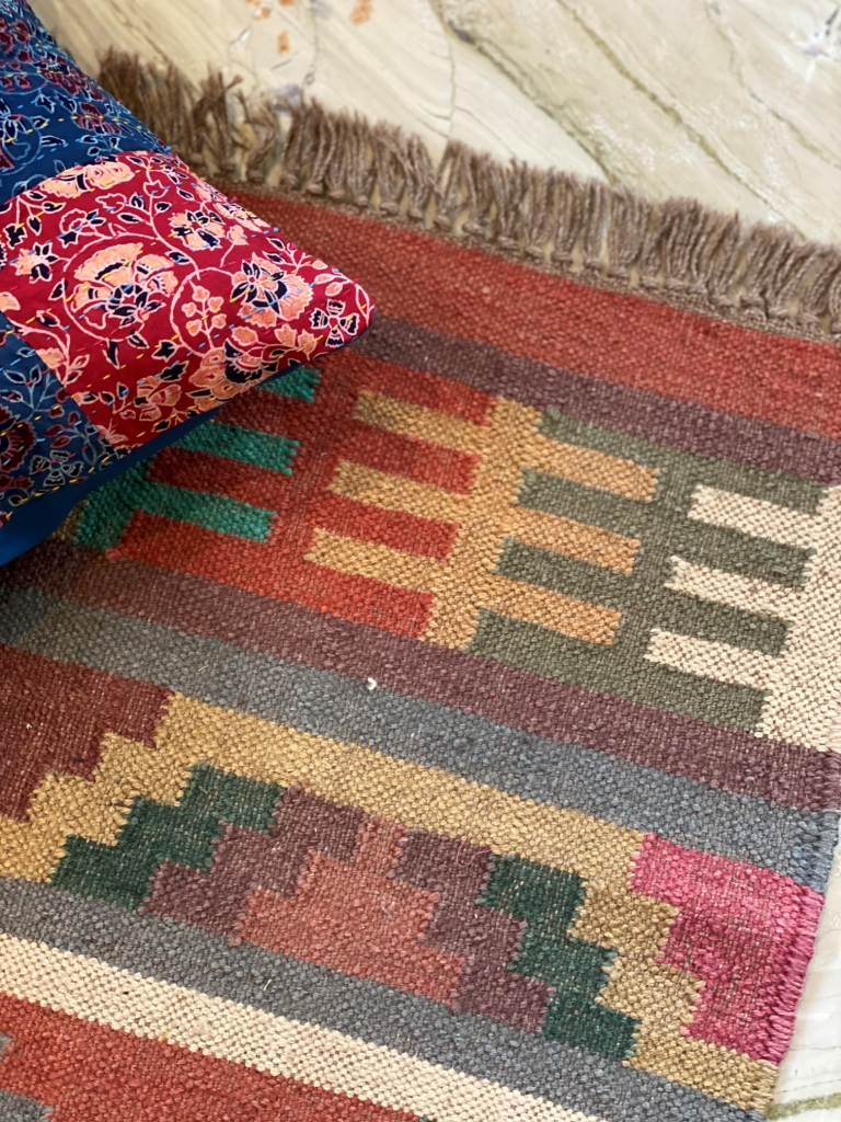 MULTI COLOR WOOL & JUTE HAND WOVEN KILIM Durrie 4 X 2.5 FT